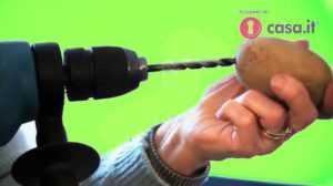 Pelare Patate velocemente con un trapano